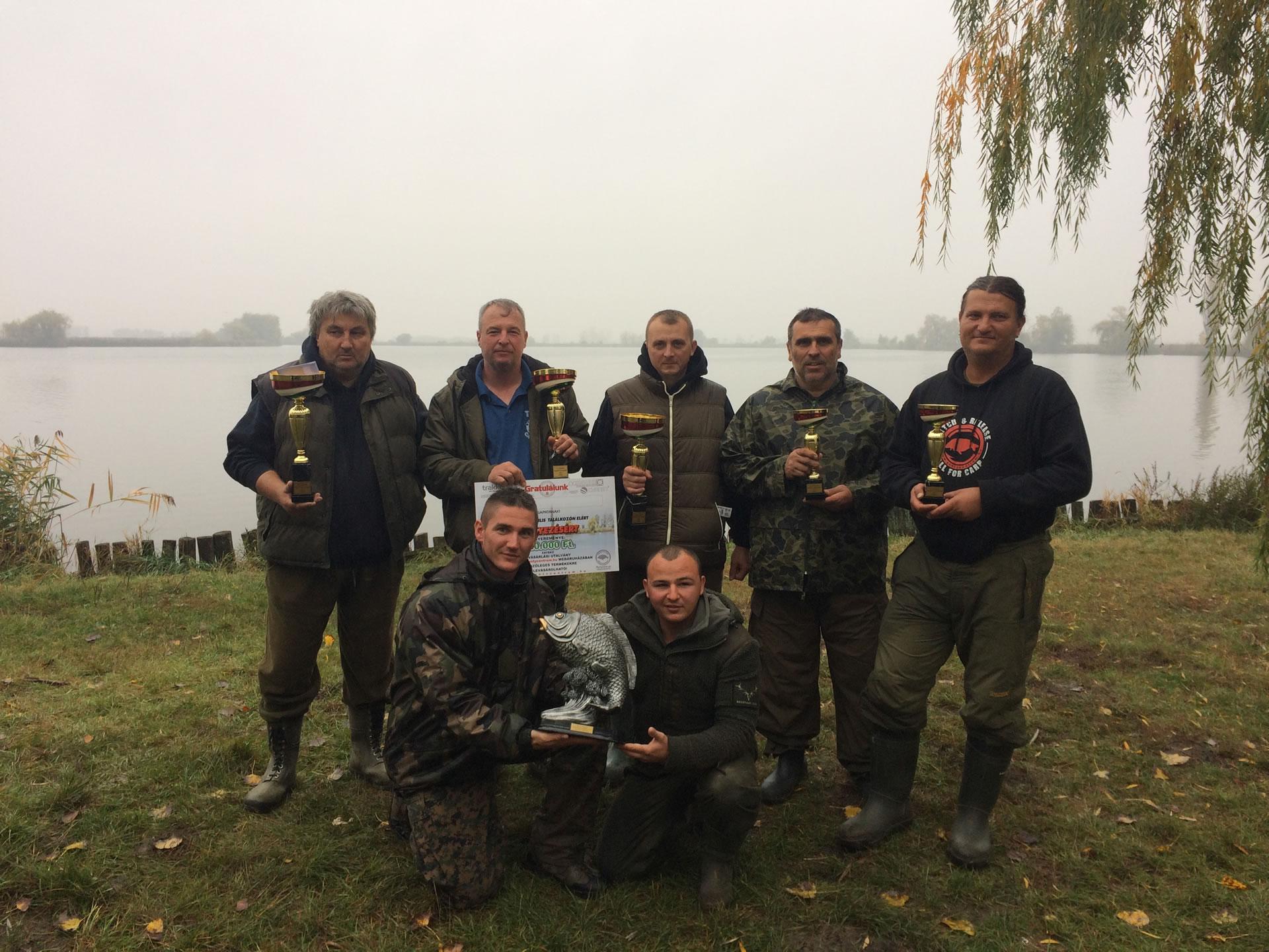 Az első két helyezett, és a legnagyobb halat fogó csapat.Gratulálunk!
