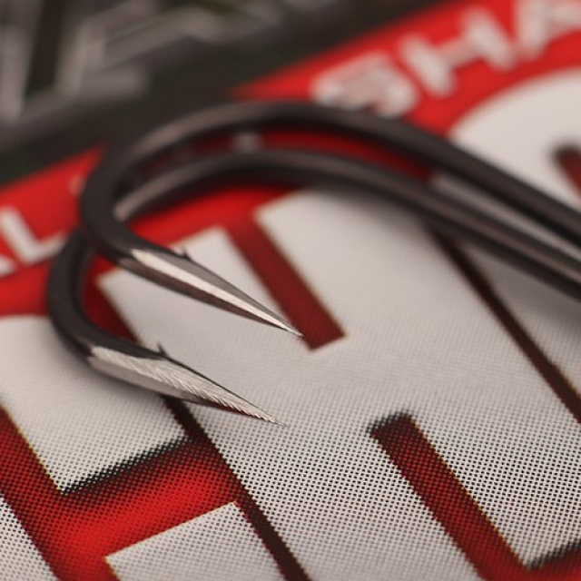 Specialist Sharpened Covert Dark Chod Hooks